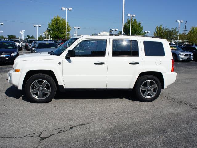 jeep patriot 2009 white suv sport gasoline 4 cylinders 4. Black Bedroom Furniture Sets. Home Design Ideas