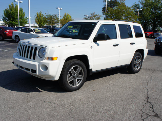 jeep patriot 2009 white suv sport gasoline 4 cylinders 4 wheel drive automatic 46168 jeep. Black Bedroom Furniture Sets. Home Design Ideas