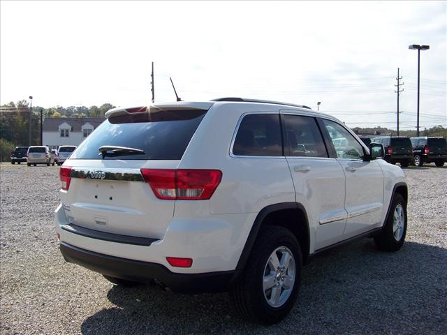 jeep grand cherokee 2012 white suv gasoline 6 cylinders 4 wheel drive not specified 44024 jeep. Black Bedroom Furniture Sets. Home Design Ideas