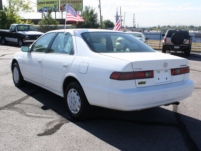 toyota camry 1997 white sedan le gasoline 4 cylinders front wheel drive automatic with overdrive. Black Bedroom Furniture Sets. Home Design Ideas