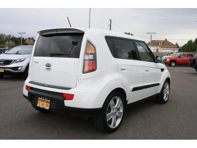 kia soul 2010 white hatchback soul gasoline 4 cylinders front wheel drive 5 speed manual 99336. Black Bedroom Furniture Sets. Home Design Ideas