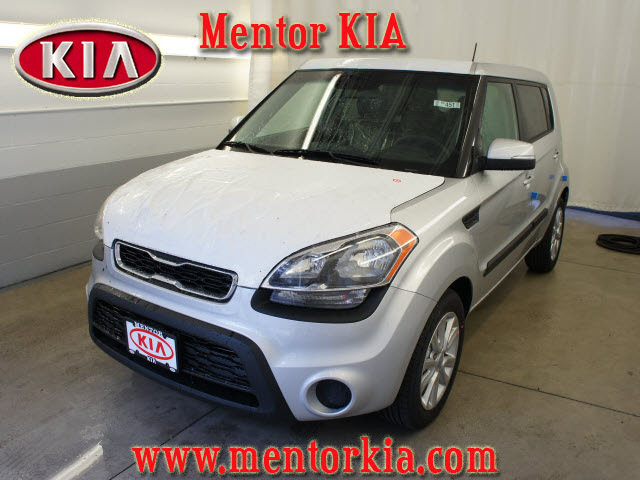 kia soul 2012 bright silver hatchback soul 4 cylinders. Black Bedroom Furniture Sets. Home Design Ideas