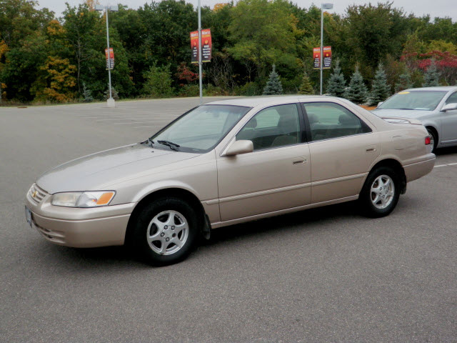 toyota camry 1997 beige sedan le gasoline 4 cylinders front wheel drive automatic with overdrive. Black Bedroom Furniture Sets. Home Design Ideas
