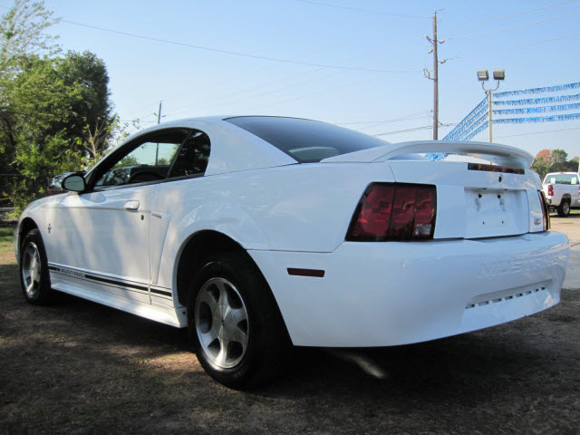 ford mustang 2000 white coupe gasoline v6 rear wheel drive. Black Bedroom Furniture Sets. Home Design Ideas