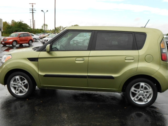 kia soul 2010 green wagon gasoline 4 cylinders front wheel drive not specified 43228 kia soul. Black Bedroom Furniture Sets. Home Design Ideas