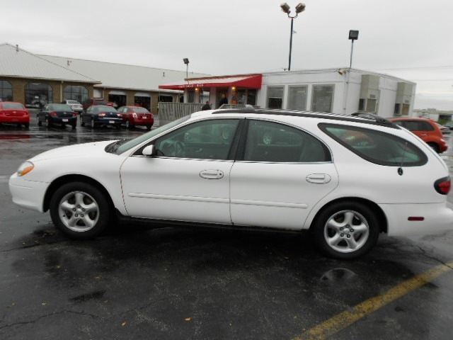 ford taurus 2001 white wagon gasoline 6 cylinders front wheel drive 4 speed automatic 43228. Black Bedroom Furniture Sets. Home Design Ideas
