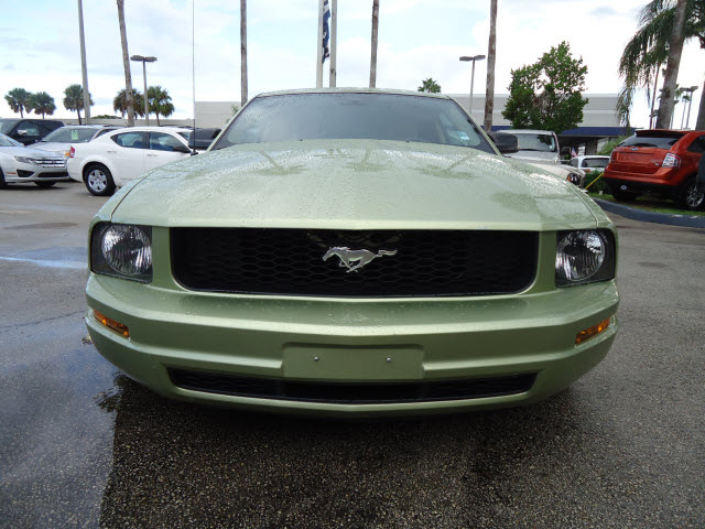 ford mustang 2006 dk green coupe v6 deluxe gasoline 6. Black Bedroom Furniture Sets. Home Design Ideas