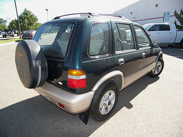 kia sportage 1997 green suv le gasoline 4 cylinders 4 wheel drive automatic 81212 kia sportage. Black Bedroom Furniture Sets. Home Design Ideas