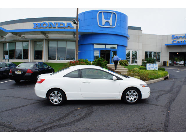 honda civic 2009 white coupe lx gasoline 4 cylinders front wheel drive 5 speed automatic 07724. Black Bedroom Furniture Sets. Home Design Ideas
