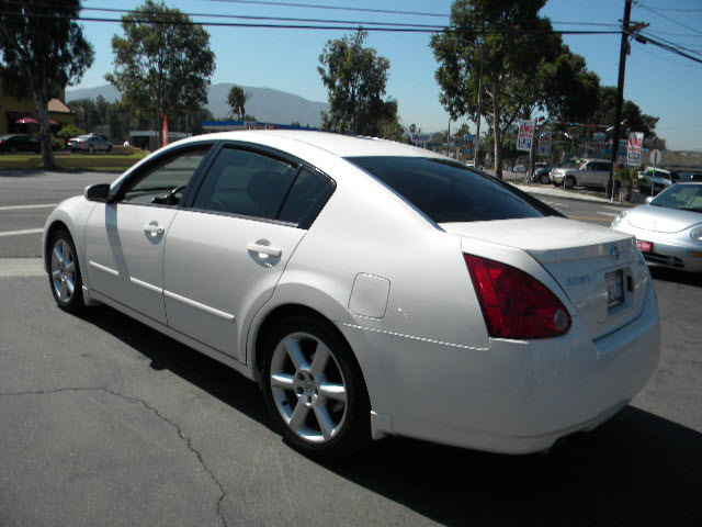nissan maxima 2006 white sedan 3 5 se gasoline 6 cylinders front wheel drive automatic 92882. Black Bedroom Furniture Sets. Home Design Ideas