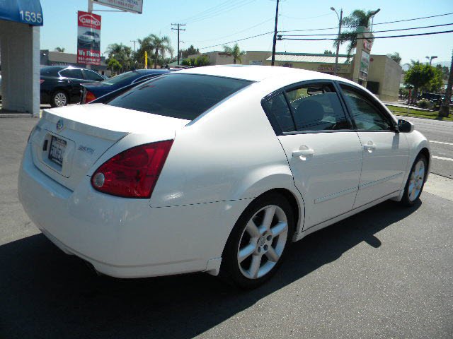 nissan maxima 2006 white sedan 3 5 se gasoline 6 cylinders. Black Bedroom Furniture Sets. Home Design Ideas