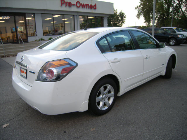 2008 altima 4 door on rims with Nissan Altima Hybrid 2009 White Sedan Hybrid Hybrid 4 Cylinders Front Wheel Drive Automatic 46219 42237p on 2002 Honda Accord Pictures C2105 besides 2012 Rs5 likewise For Sale in addition 157932 in addition Cr V02.