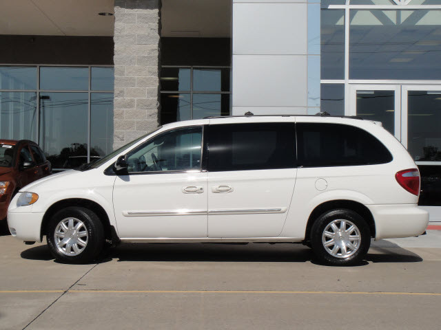 chrysler town country 2006 white van touring gasoline 6. Black Bedroom Furniture Sets. Home Design Ideas