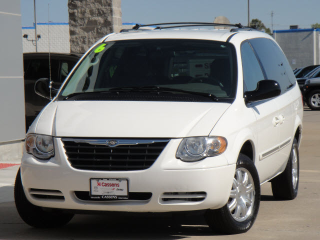 Chrysler Town Country 2006 White Van Touring Gasoline 6