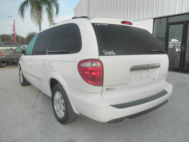 Chrysler Town And Country White Van Touring Gasoline Cylinders Front Wheel Drive Automatic on 2009 Gmc Acadia In Cylinders