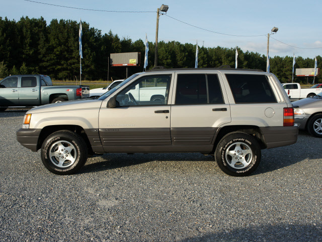 jeep grand cherokee 1998 silver suv laredo gasoline 6 cylinders 4 wheel drive 4 speed automatic. Black Bedroom Furniture Sets. Home Design Ideas
