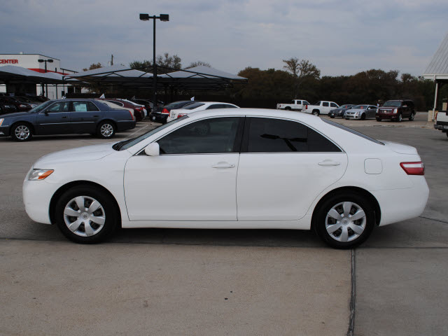 toyota camry 2009 white sedan le gasoline 4 cylinders front wheel drive automatic 76087 toyota. Black Bedroom Furniture Sets. Home Design Ideas
