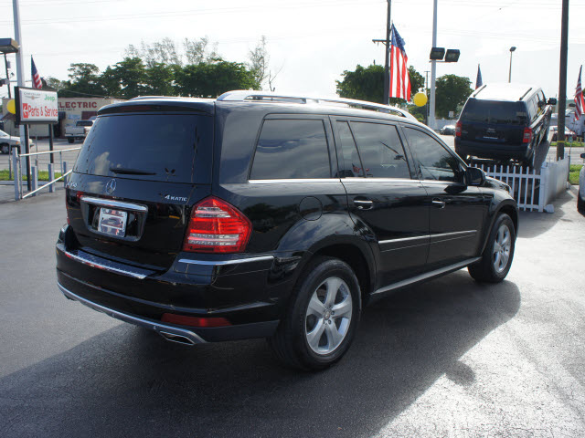 301 moved permanently for 2010 mercedes benz gl class suv