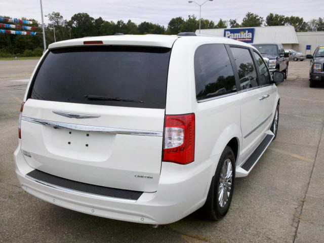 chrysler town country 2011 white van flex fuel 6 cylinders ...