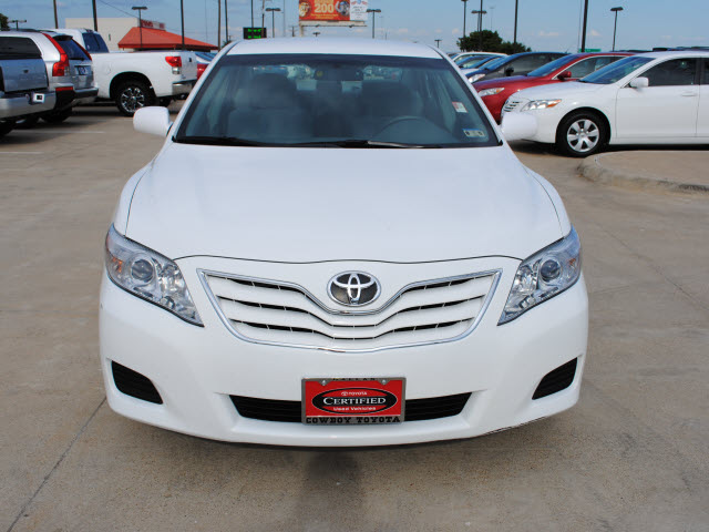 toyota camry 2010 white sedan le 4 cylinders front wheel drive automatic 75228 toyota camry. Black Bedroom Furniture Sets. Home Design Ideas