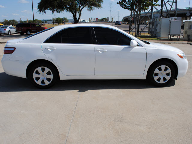 toyota camry 2009 white sedan le gasoline 4 cylinders front wheel drive automatic 75228 toyota. Black Bedroom Furniture Sets. Home Design Ideas