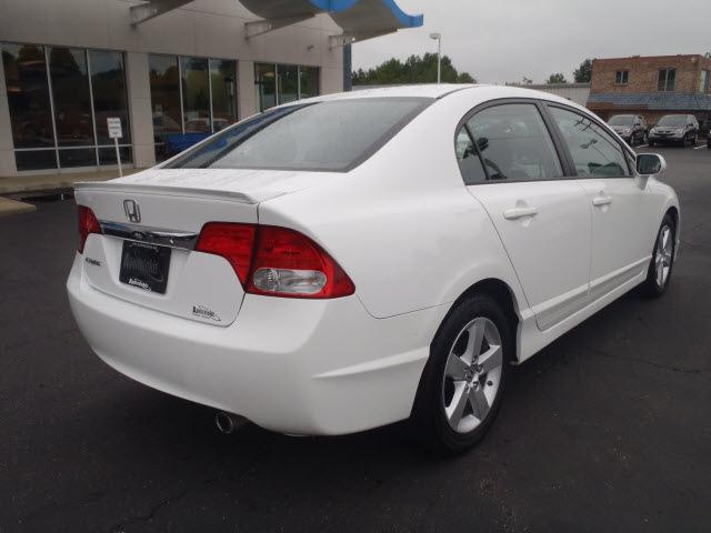 honda civic 2009 white sedan lx s gasoline 4 cylinders front wheel drive 5 speed automatic 44410. Black Bedroom Furniture Sets. Home Design Ideas