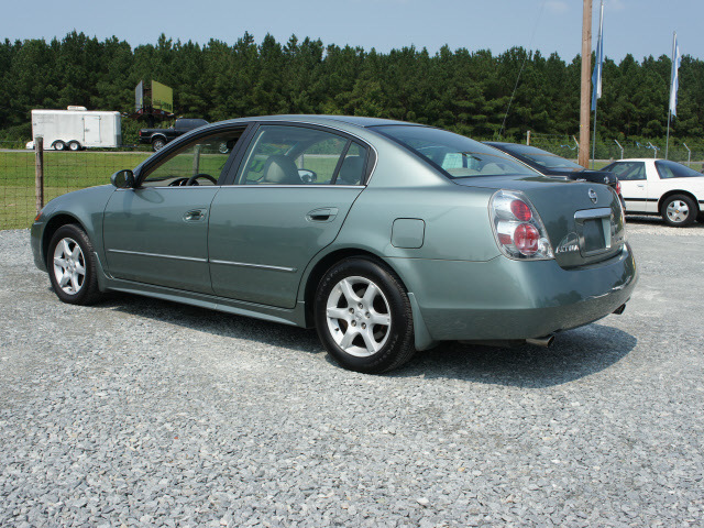 Nissan Altima 2005 Lt Green Sedan 3 5 Sl Gasoline 6 Cylinders Front Wheel Drive Automatic 27569 112867p further Pg 18 together with 338610 Center Console Led Upgrade 3watt Cree Led likewise 93 94 Nissan Altima GXE further File 93 94 nissan altima gxe. on 2044 nissan altima