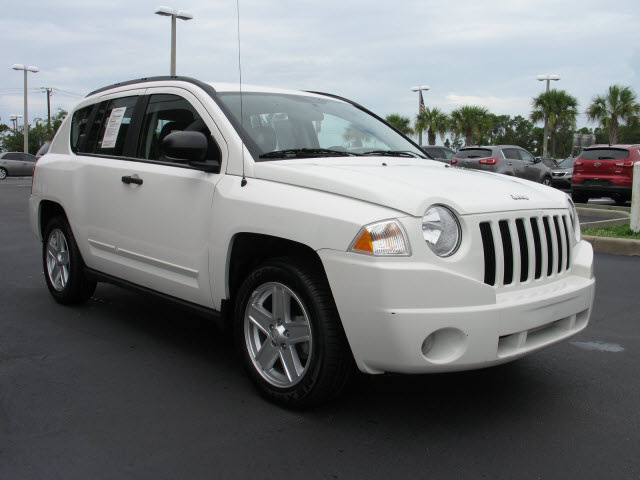 jeep compass 2009 white suv sport gasoline 4 cylinders 2 wheel drive automatic 33912 jeep. Black Bedroom Furniture Sets. Home Design Ideas