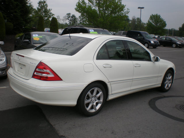 Mercedes benz c350 2007 white sedan 4matic gasoline 6 for 2007 mercedes benz c350