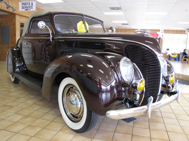 Ford Rumble Seat Cabrilet 1938 Brown 8 Cylinders 3 Speed