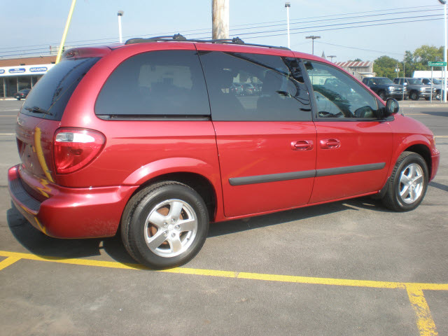 Dodge Caravan 2005 Red Van Sxt Gasoline 6 Cylinders Front