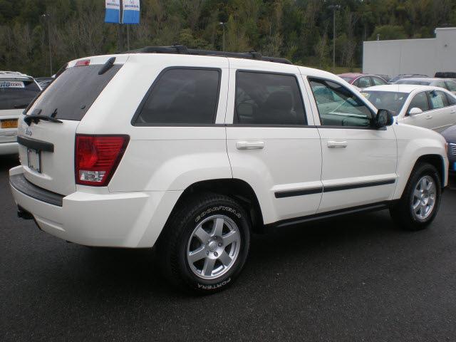 jeep grand cherokee 2009 white suv laredo gasoline 6 cylinders 4 wheel drive automatic 13502. Black Bedroom Furniture Sets. Home Design Ideas