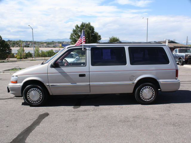 Plymouth Grand Voyager 1993 Gray Van Se Gasoline V6 Front Wheel Drive Automatic 80229 171 Plymouth