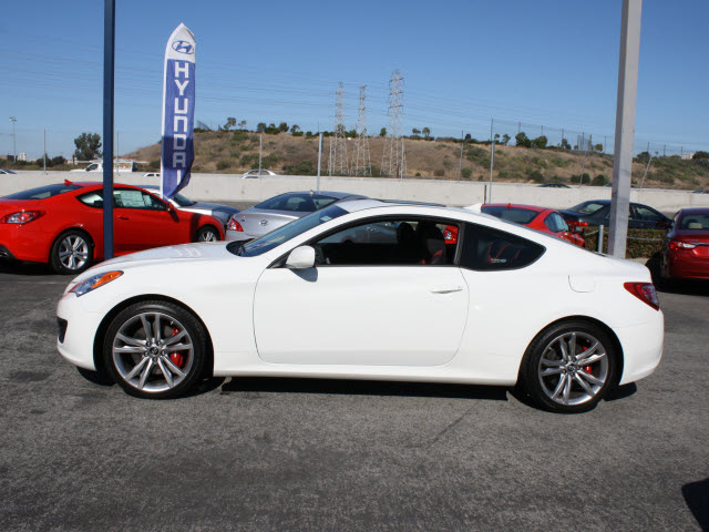 hyundai genesis coupe 2012 white coupe 2 0t gasoline 4 cylinders rear wheel drive 6 speed manual. Black Bedroom Furniture Sets. Home Design Ideas