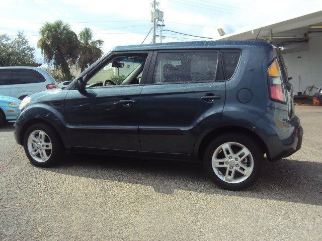 kia soul 2011 blue denim hatchback gasoline 4 cylinders. Black Bedroom Furniture Sets. Home Design Ideas