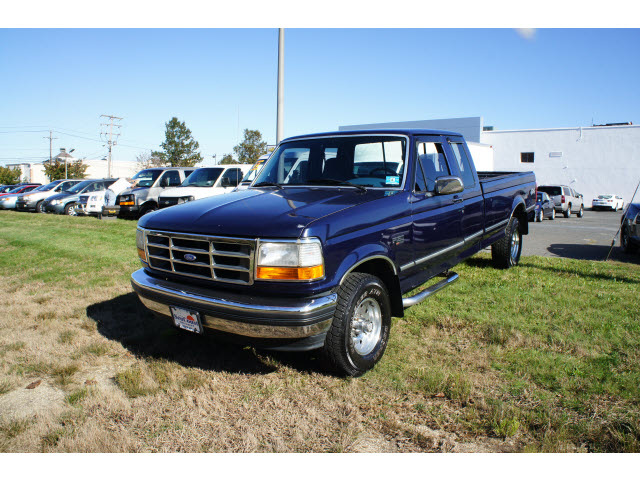 ford    blue xlt gasoline   wheel drive automatic  overdrive  ford