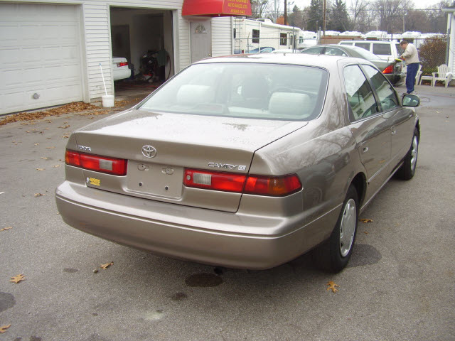 toyota camry 1999 beige sedan ce gasoline 4 cylinders front wheel drive automatic 43560. Black Bedroom Furniture Sets. Home Design Ideas