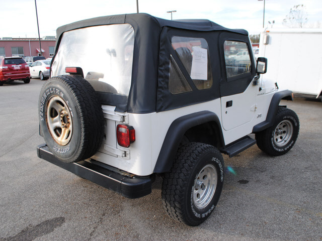 jeep wrangler 1997 white suv se gasoline 4 cylinders 4 wheel drive 5 speed manual 44024 jeep. Black Bedroom Furniture Sets. Home Design Ideas
