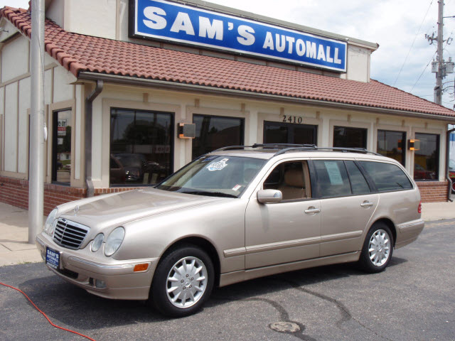 Mercedes benz e class 2000 gold wagon e320 4matic gasoline for 2000 mercedes benz e320 wagon