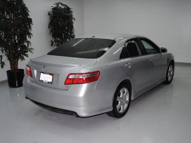 toyota camry 2009 silver sedan se v6 gasoline 6 cylinders front wheel drive automatic 91731. Black Bedroom Furniture Sets. Home Design Ideas