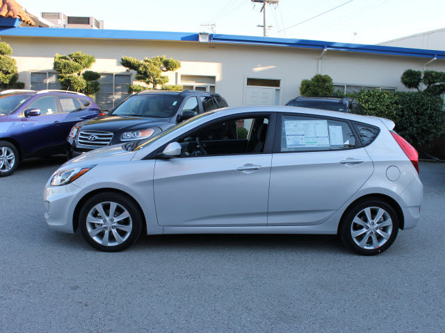 Hyundai Accent 2012 Silver Hatchback Se Gasoline 4 Cylinders Front Wheel Drive Automatic 94010