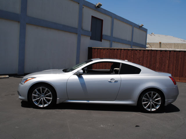 Infiniti G37 Coupe 2009 Silver Coupe Journey Gasoline 6