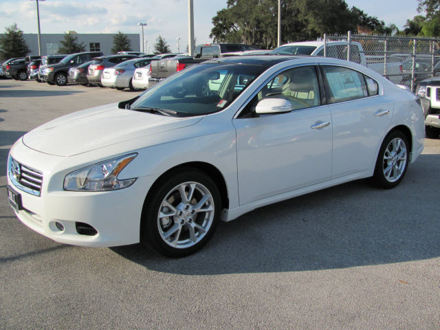 nissan maxima 2012 white sedan sv gasoline 6 cylinders front wheel drive automatic 33884 nissan. Black Bedroom Furniture Sets. Home Design Ideas