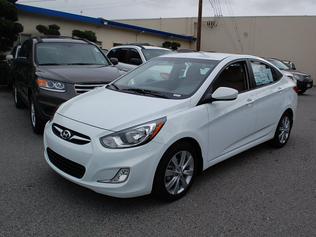 2012 hyundai accent 4dr gls autos post. Black Bedroom Furniture Sets. Home Design Ideas