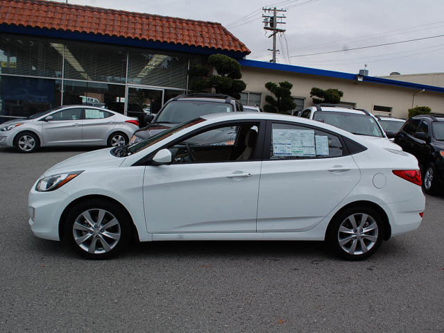 Hyundai Accent 2012 White Sedan Gls Gasoline 4 Cylinders