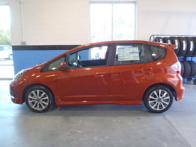 honda fit 2012 orange hatchback sport gasoline 4 cylinders front wheel drive automatic 28557. Black Bedroom Furniture Sets. Home Design Ideas