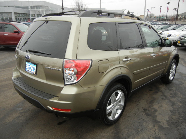 subaru forester 2009 gold wagon 2 5 x premium gasoline 4 cylinders all whee drive automatic. Black Bedroom Furniture Sets. Home Design Ideas