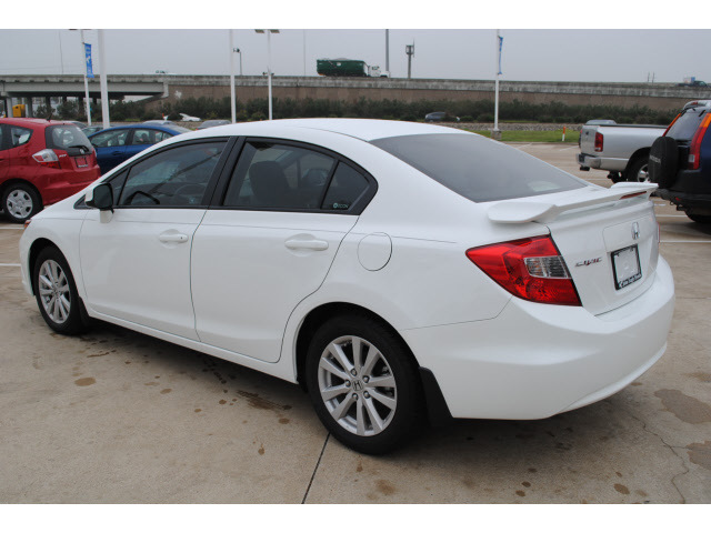 Honda civic 2012 white sedan ex gasoline 4 cylinders front for 2012 honda civic white