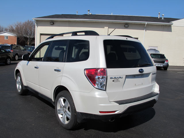 subaru forester 2009 white suv 2 5 x limited 4 cylinders. Black Bedroom Furniture Sets. Home Design Ideas