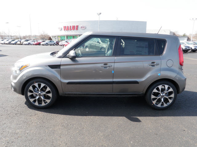 kia soul 2012 titanium silver hatchback gasoline 4 cylinders front wheel drive automatic 19153. Black Bedroom Furniture Sets. Home Design Ideas